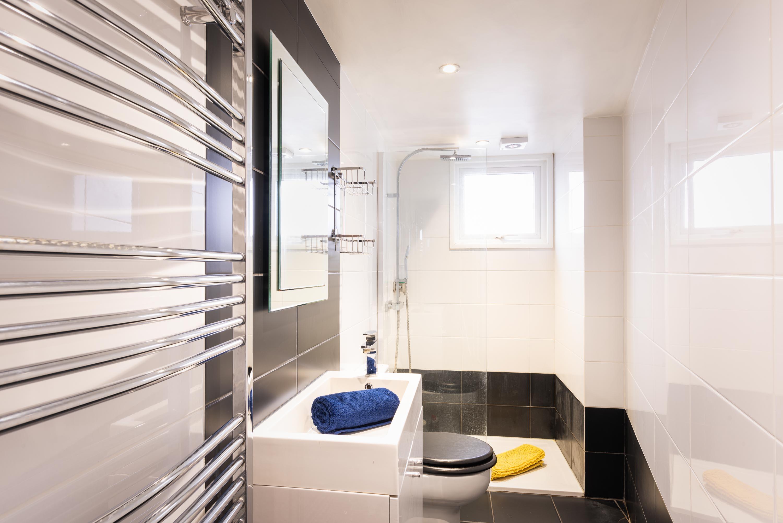 showeroom of dorset holiday cottage