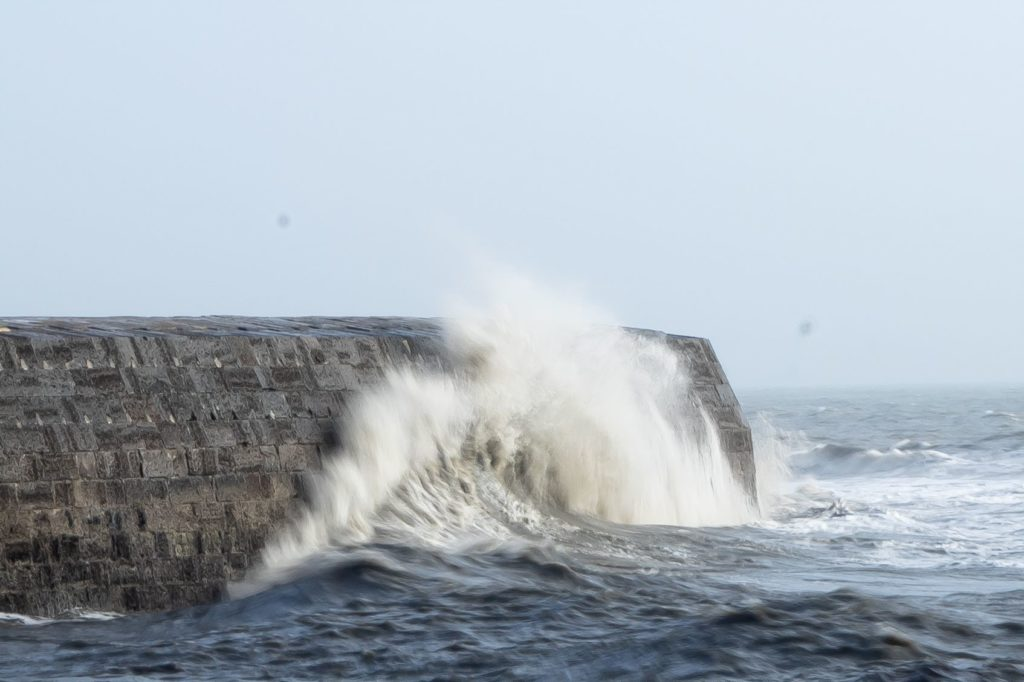 lyme regis cobb harbour wall